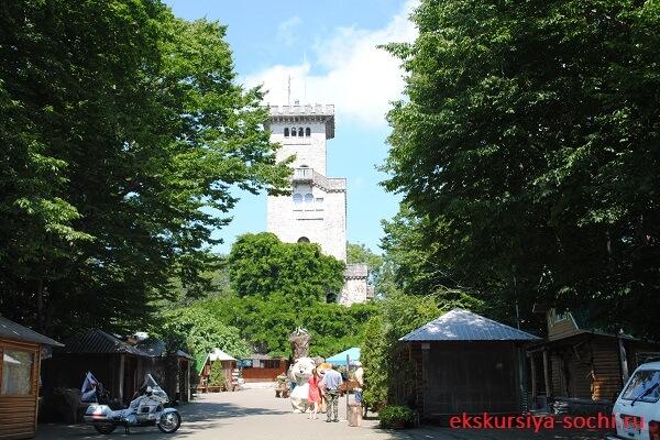 Вид на башню Ахун
