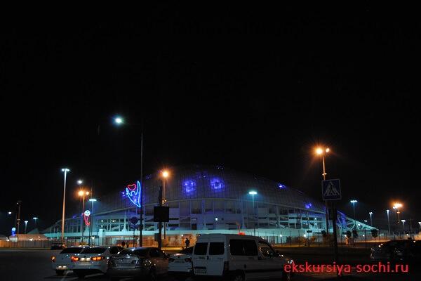 Стадион фишт ночью