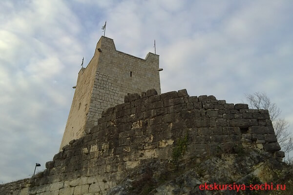 Башня на Анакопии
