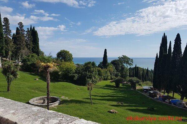 Вид на побережье Абхазии