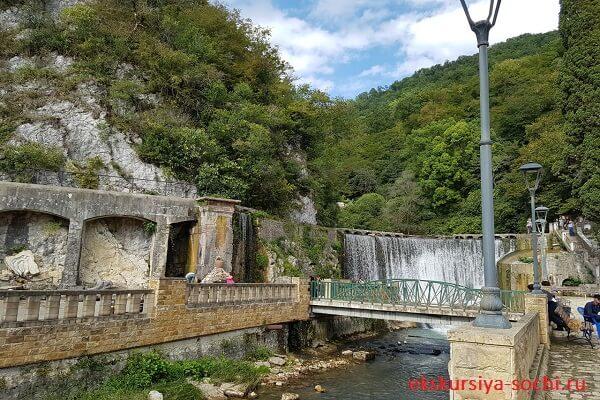 Водопад на электростанции