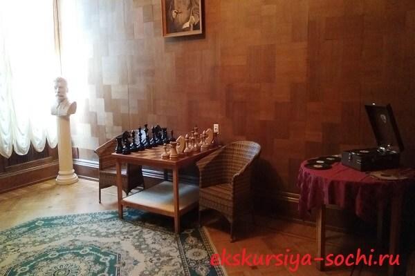 Начало экскурсии по даче Сталина
